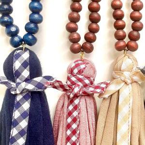 Collar bolas de madera con trapillo y cinta vichy